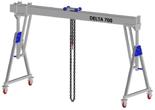 33960065 Wciągarka bramowa aluminiowa z możliwością przejazdu pod obciążeniem, z wózkiem pchanym i wciągnikiem łańcuchowym miproCrane DELTA 700M (udźwig: 1000 kg, szerokość: 5100 mm, wysokość: 2159/2550 mm)