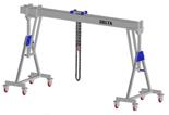 33960109 Wciągarka bramowa aluminiowa z możliwością przejazdu pod obciążeniem, z wózkiem pchanym i wciągnikiem łańcuchowym miproCrane DELTA 800H (udźwig: 2000 kg, szerokość: 5100 mm, wysokość: 3120/4270 mm)
