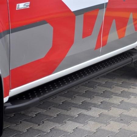 01656169 Stopnie boczne, czarne - Toyota Hilux 2015+ (długość: 193 cm)