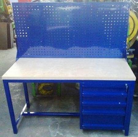 77156934 Stół warsztatowy z nadbudową perforowaną, 4 szuflady (wymiary: 1500x600x750 mm)