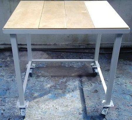77156939 Stół warsztatowy na kółkach (wymiary: 900x900x900 mm)